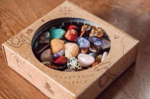 Набор камней самоцветов N1 с играми Сокровища пиратов 500 гр.