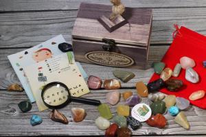 Набор камней самоцветов в сундучке Сокровища пиратов 350 гр.